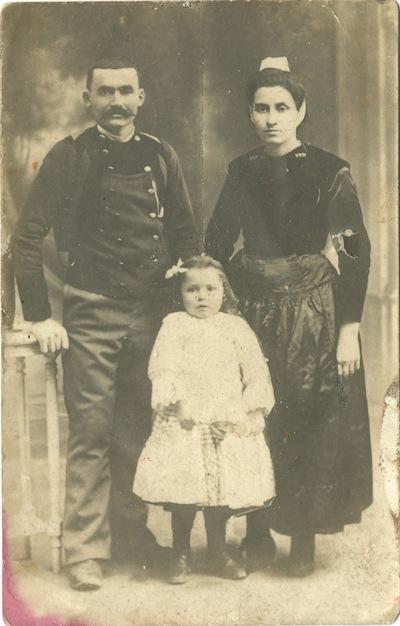 Jean-René Briant avec son épouse et son fils - Coll. Ph. Briant
